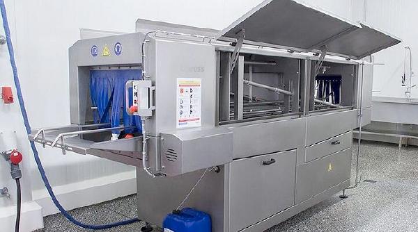 Limpieza y desinfección de cajas en industria alimentaria